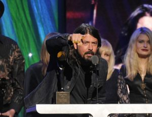 Tá podendo: Dave Grohl agora é membro da bancada do Rock And Roll Hall Of Fame